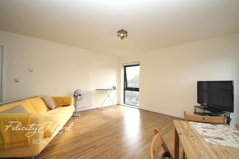 2 bedroom flat to rent - Windsor Court, So Bow, E3