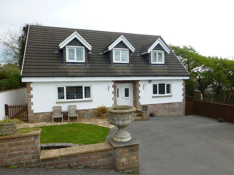 3 Bedrooms Detached House for sale in Beidr Non, Llannon, Llanelli, Carmarthenshire.