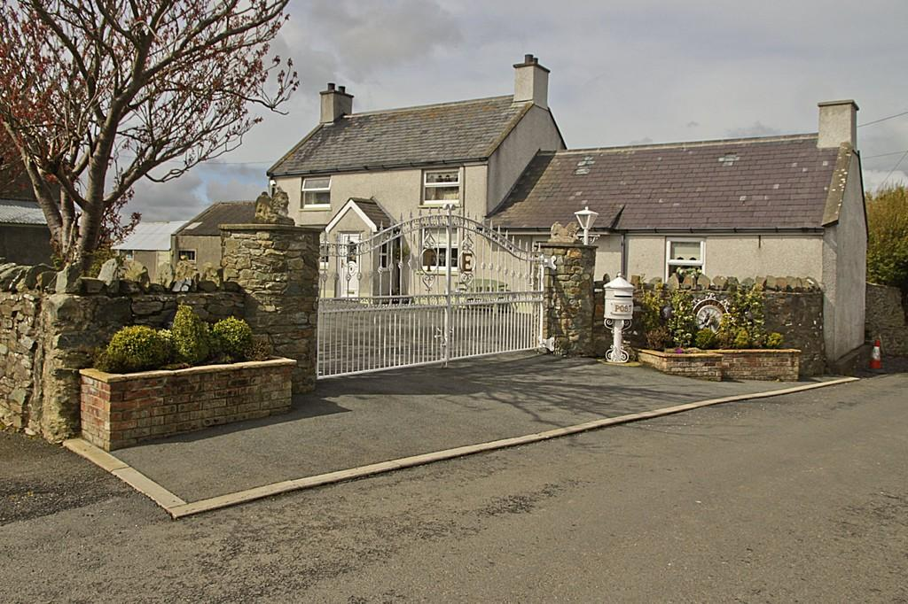 4 Bedrooms Farm House Character Property for sale in Llantrisant, North Wales