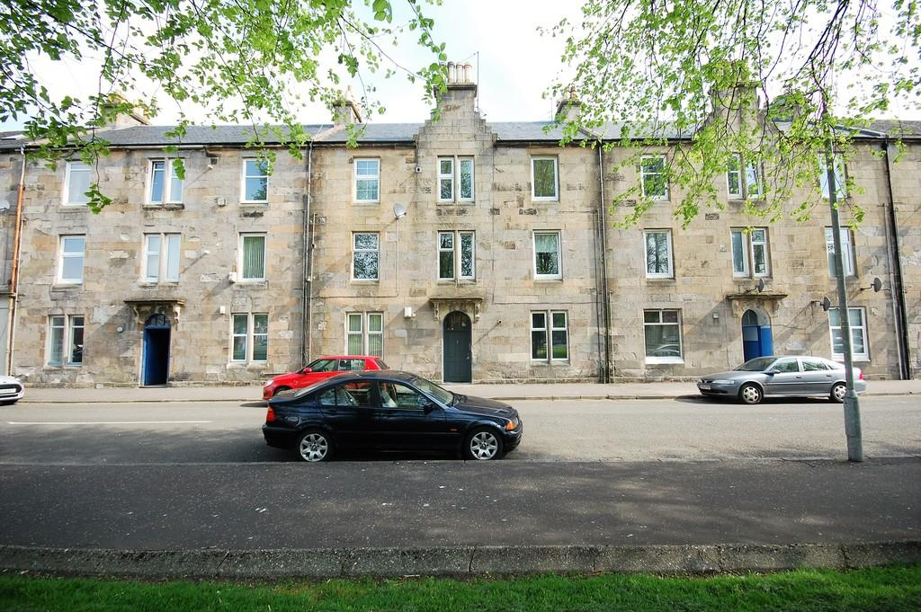 2 Bedrooms Flat for rent in Knoxland Square, Dumbarton G82 1HS