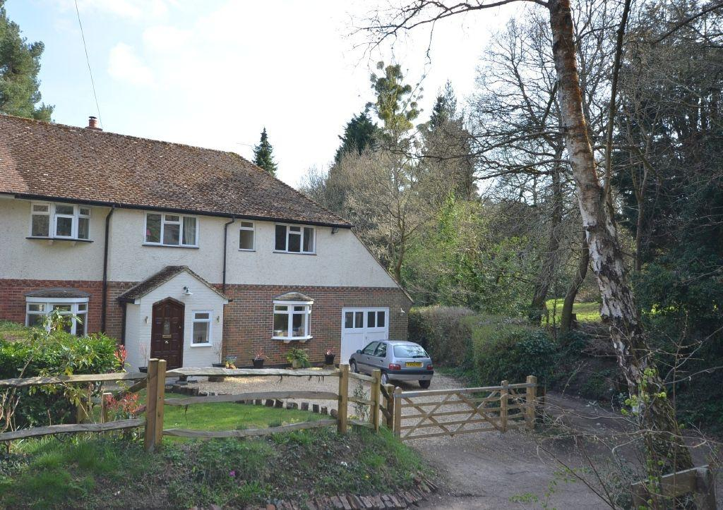 4 Bedrooms Semi Detached House for sale in Laurel Grove, Farnham