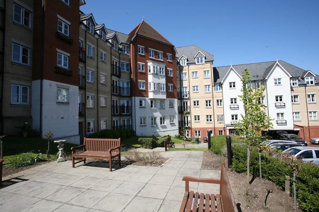 1 Bedroom Flat for sale in Salter Court, St Mary's Field, Colchester