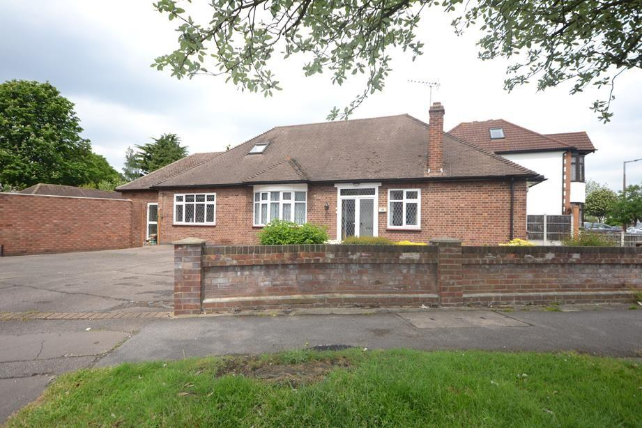 4 Bedrooms Detached House for sale in Corbets Tey Road, Upminster, Essex, RM14