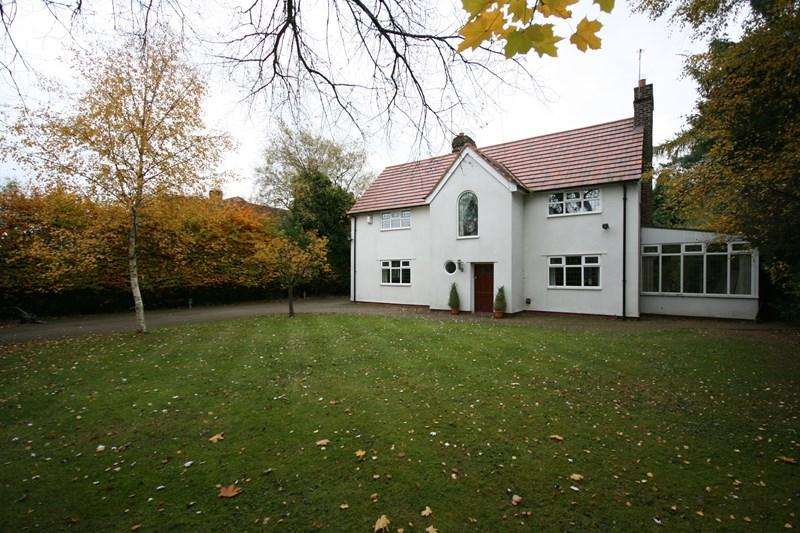 4 Bedrooms Detached House for sale in Darras Road, Darras Hall, Ponteland, Newcastle-upon-Tyne