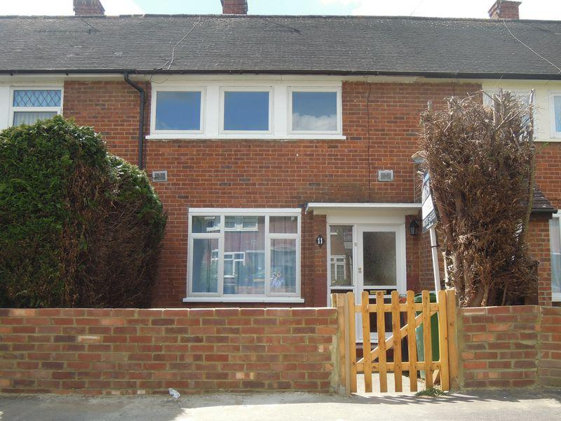 3 Bedrooms Terraced House for sale in Langley - VACANT POSSESSION