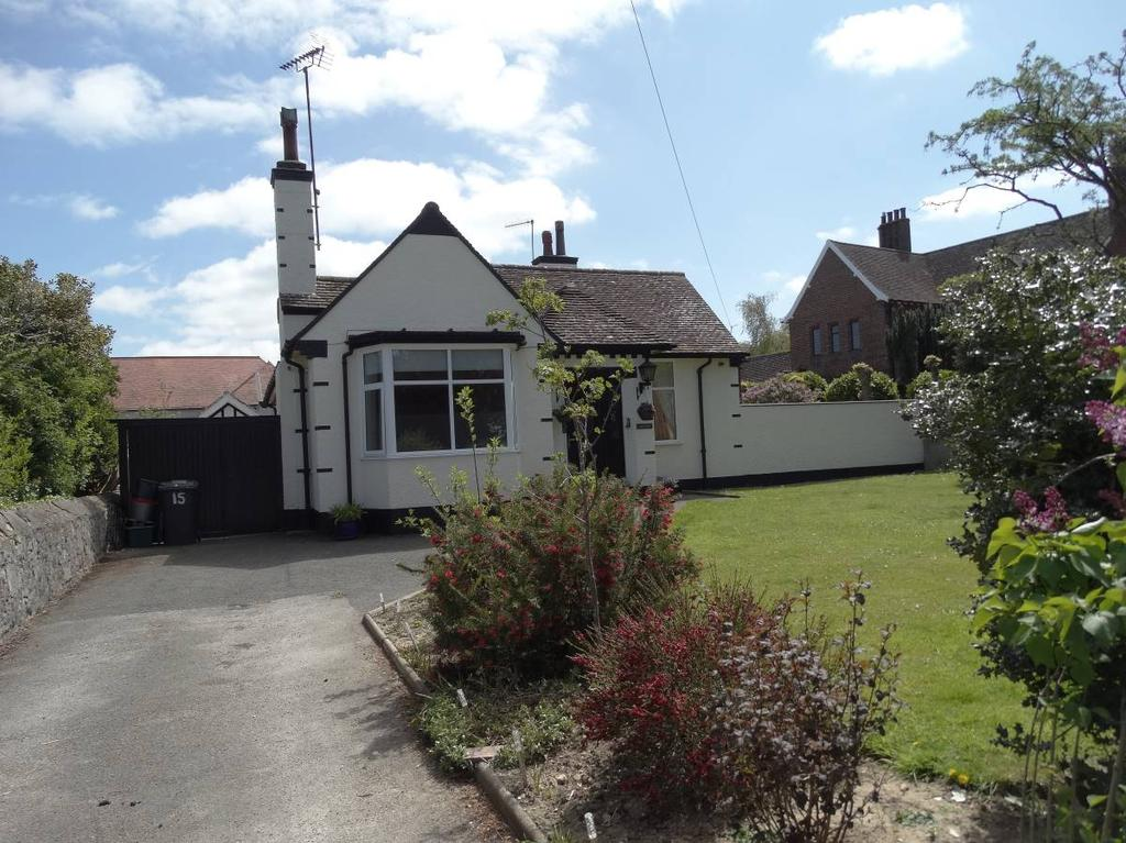 4 Bedrooms Detached Bungalow for sale in 15 Grosvenor Road, Colwyn Bay, LL29 7YF