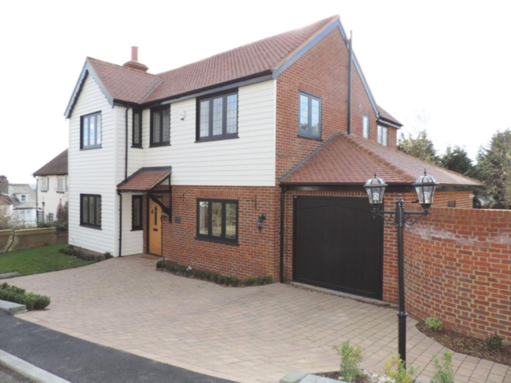4 Bedrooms Detached House for sale in Pump Hill, Loughton, IG10