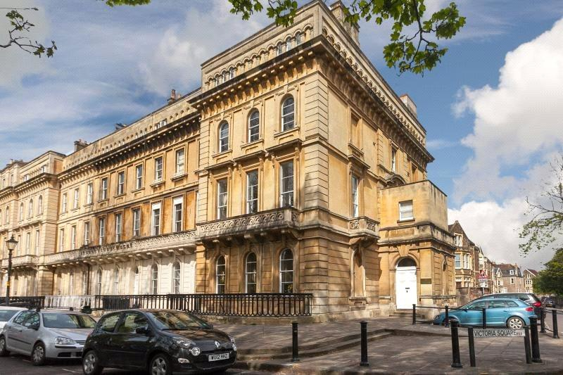 2 Bedrooms Flat for sale in Victoria Square, Bristol, BS8