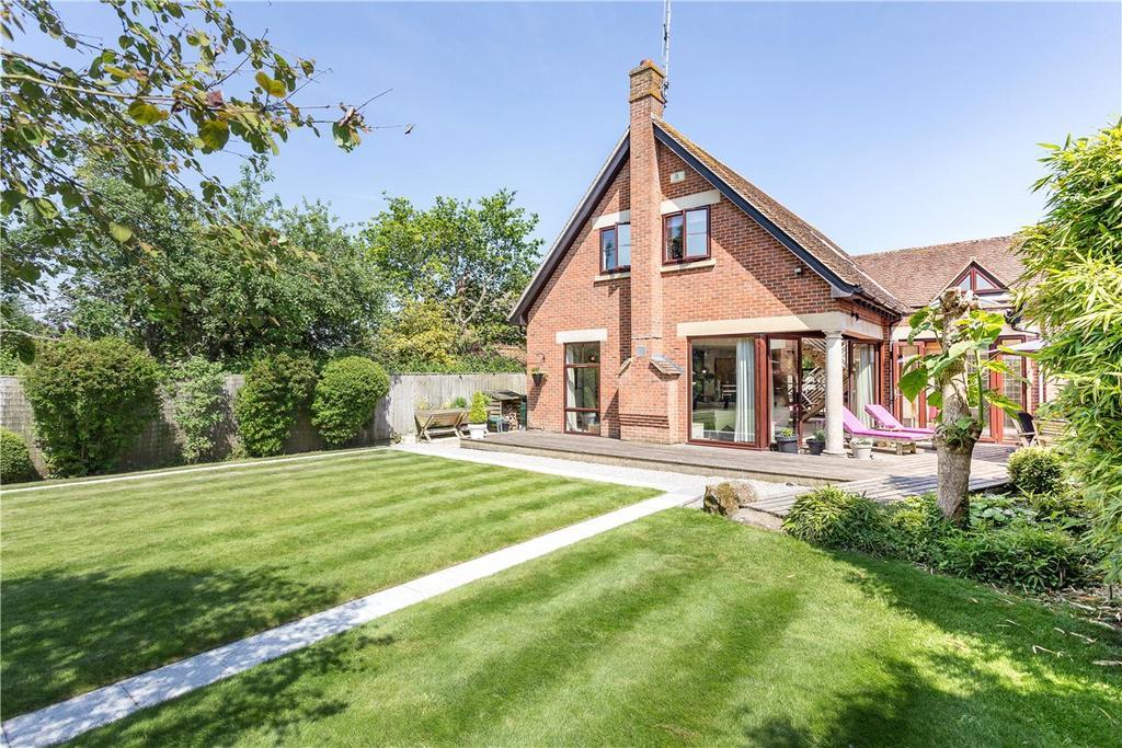 3 Bedrooms Detached House for sale in Lockeridge, Marlborough, Wiltshire, SN8