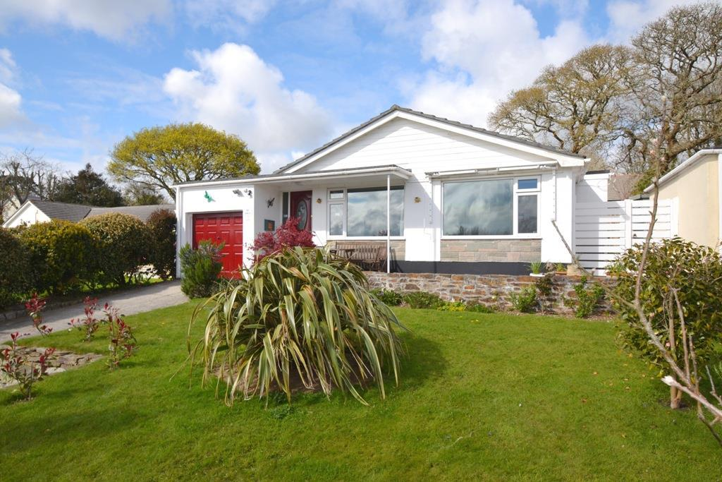 4 Bedrooms Detached Bungalow for sale in Parc Peneglos, Mylor Bridge, Falmouth