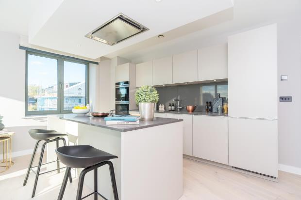 2 Bedrooms Flat for sale in St. Augustines Road, Camden, London, NW1