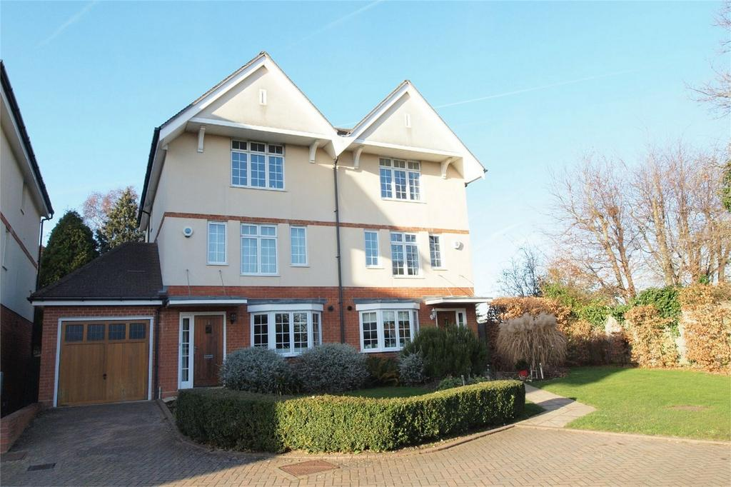4 Bedrooms Semi Detached House for sale in Winchester Close, Bromley, Kent