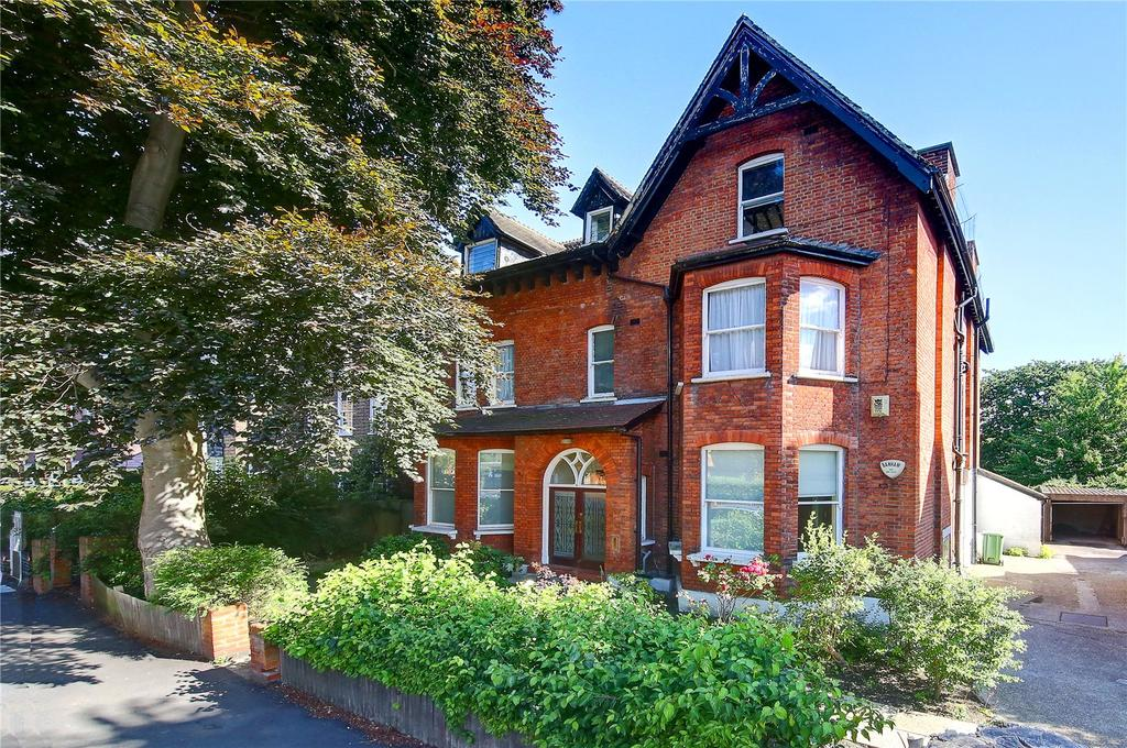 3 Bedrooms Flat for sale in Lauriston Road, Wimbledon Village, London, SW19