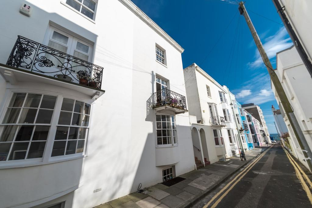 3 Bedrooms Terraced House for sale in Crescent Place, Brighton, BN2