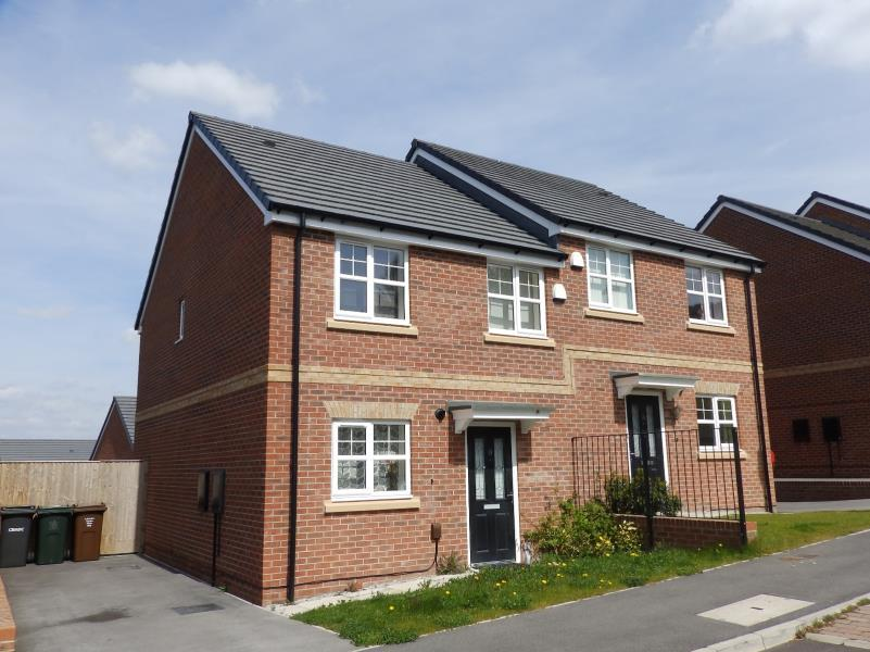 3 Bedrooms Semi Detached House for sale in SAMUEL WAY, WINDHILL, SHIPLEY, BD18 2NY