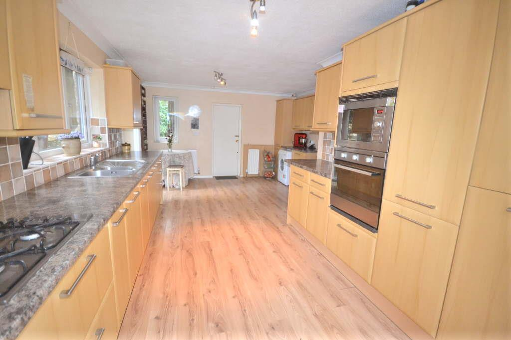 5 Bedrooms Detached House for sale in Old Park Road, Roundhay
