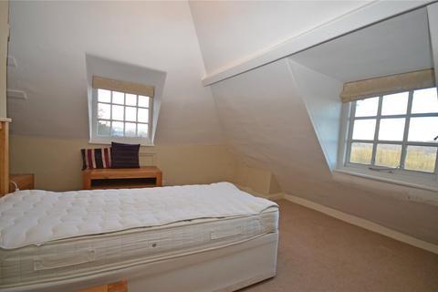 Apartment to rent - Oxford Road, Tilehurst, Reading, Berkshire, RG31