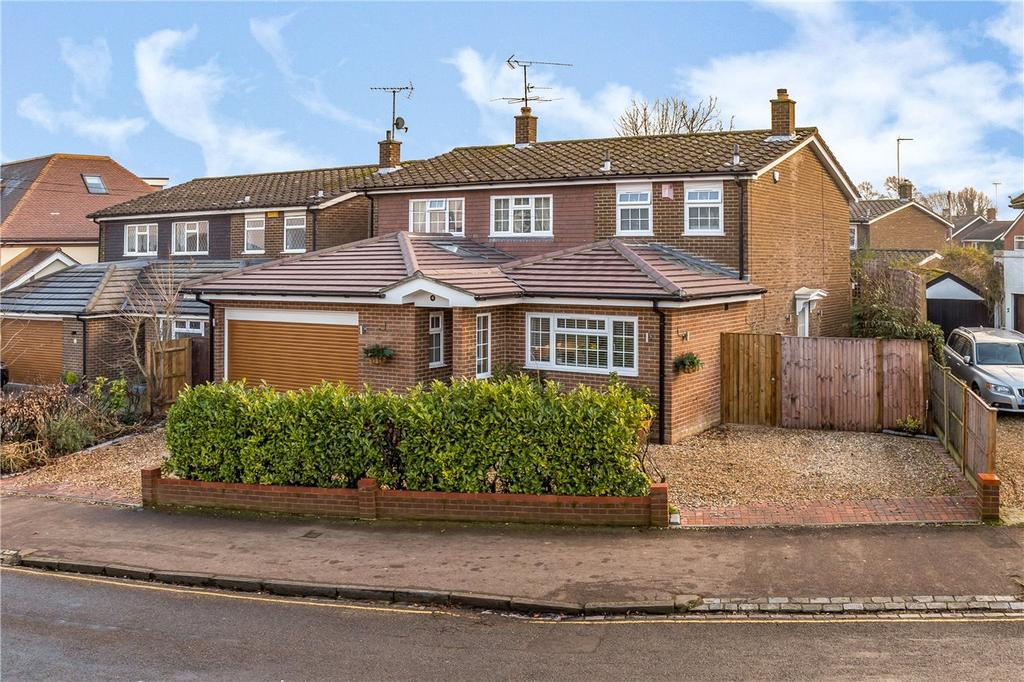 4 Bedrooms Detached House for sale in Manland Avenue, Harpenden, Hertfordshire