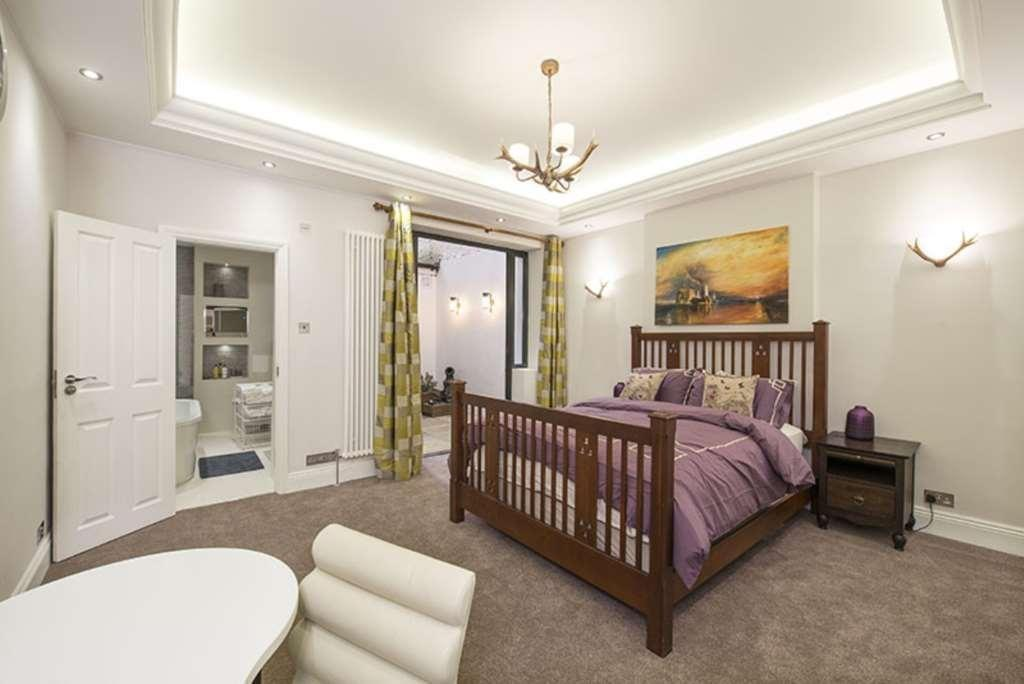 1 Bedroom Flat for sale in Lennox Gardens, Knightsbridge, SW1X