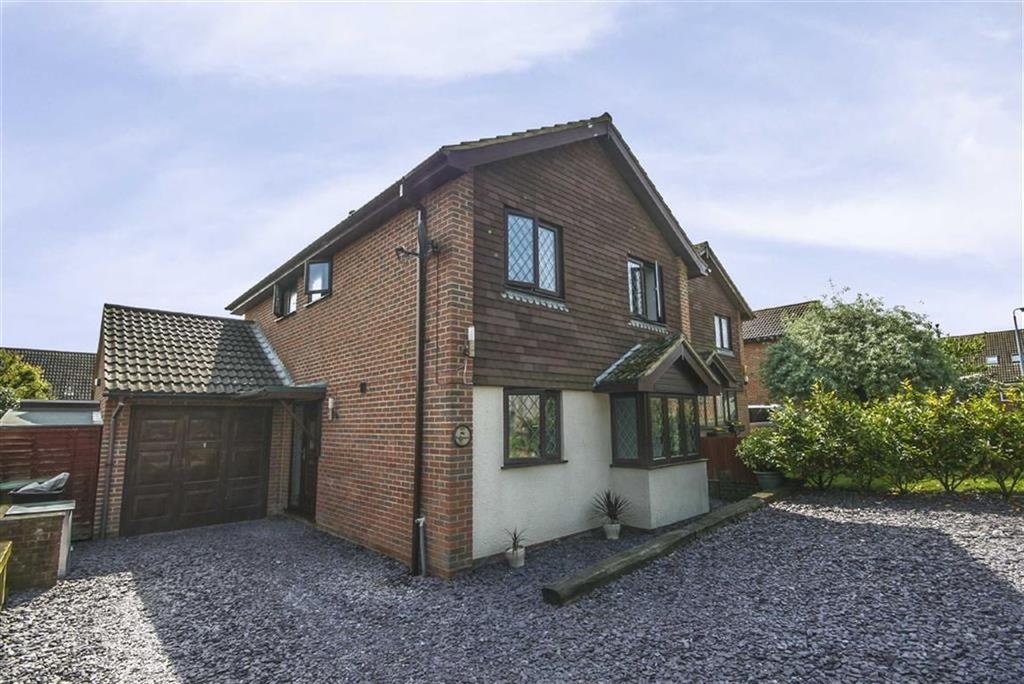 4 Bedrooms Detached House for sale in The Sycamores, Peacehaven