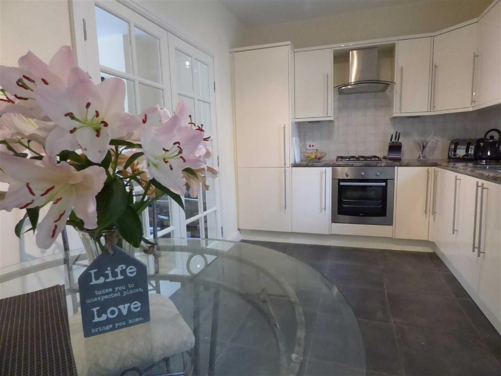2 Bedrooms Terraced House for sale in Lee Road, Bacup, Lancashire, OL13