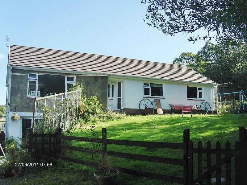 4 Bedrooms Detached House for sale in New School Road, Garnant, Ammanford, Carmarthenshire.
