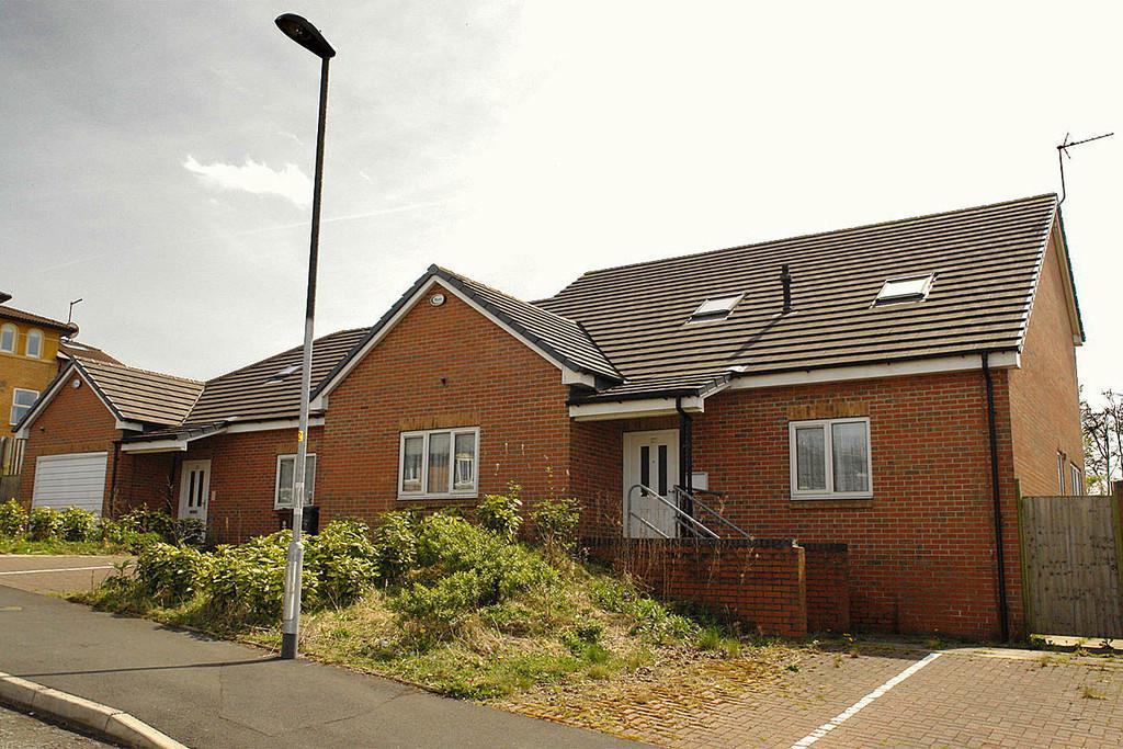 7 Bedrooms Detached House for sale in Moreton Lodge, 25-27 Moreton Street, Chadderton
