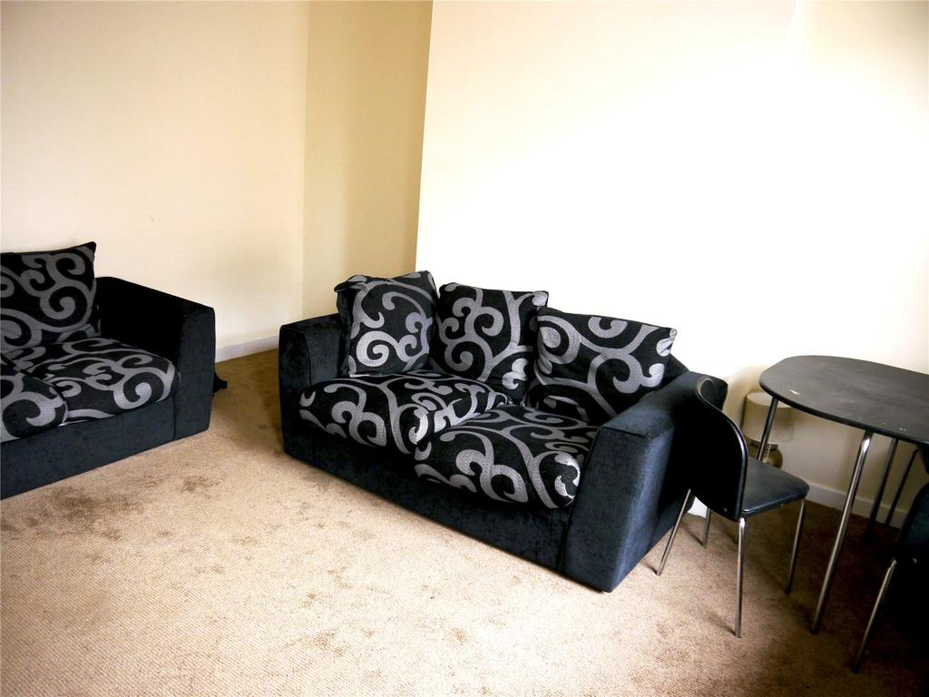 3 Bedrooms Terraced House for sale in Recreation Mount, Leeds, West Yorkshire, LS11