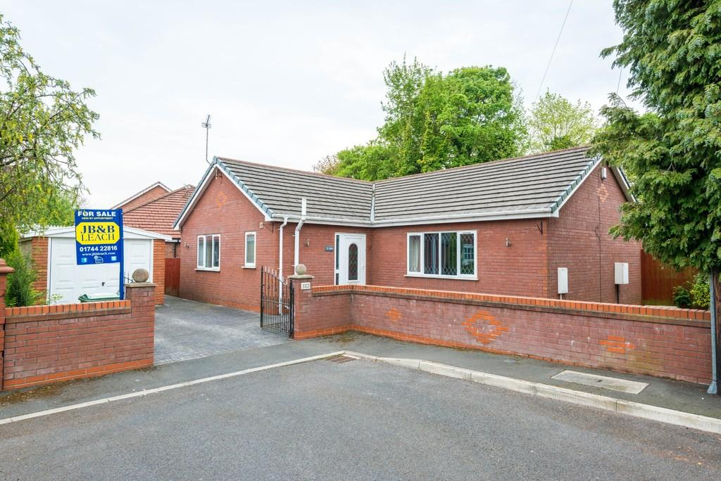 2 Bedrooms Detached Bungalow for sale in West Close, Prescot
