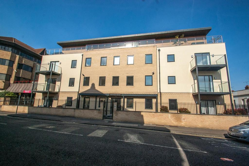 2 Bedrooms Apartment Flat for sale in Coptfold Road, Brentwood, Essex, CM14