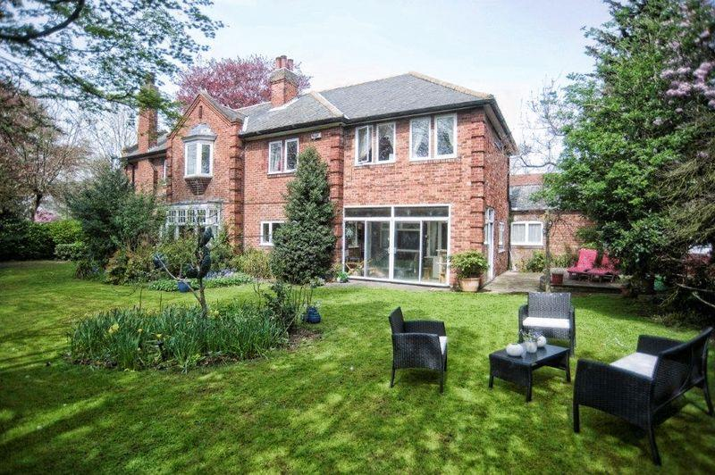 5 Bedrooms Detached House for sale in Eastwood Avenue, Grimsby, DN34