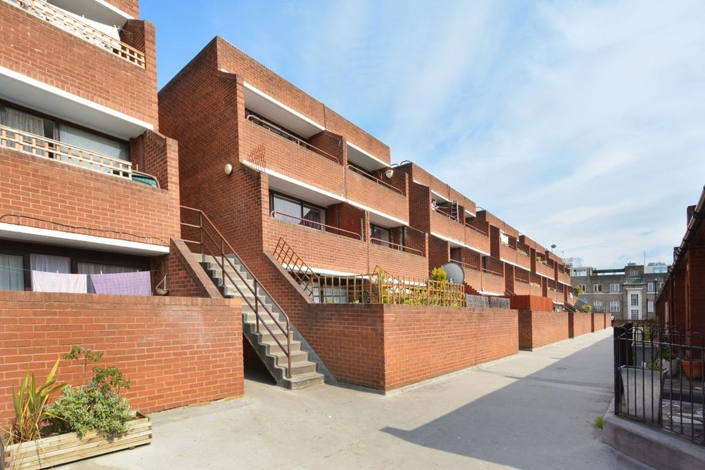 3 Bedrooms Flat for sale in Oakshott Court, Polygon Road, London