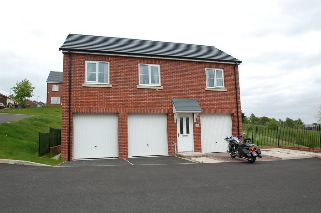 2 Bedrooms Apartment Flat for sale in Victoria Close, Little Harwood, Blackburn