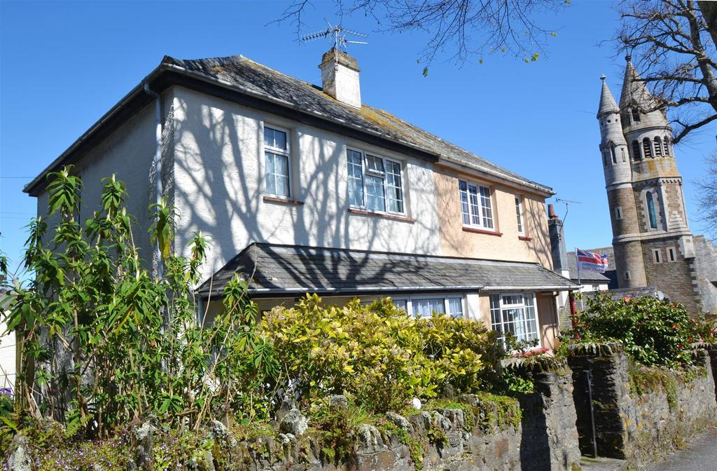 3 Bedrooms Semi Detached House for sale in Killigrew Place, Falmouth