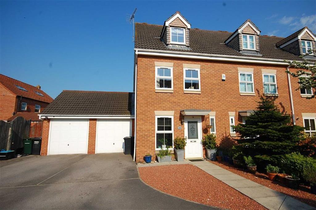 3 Bedrooms Town House for sale in Copperfield Close, Sherburn-In-Elmet, Leeds, LS25