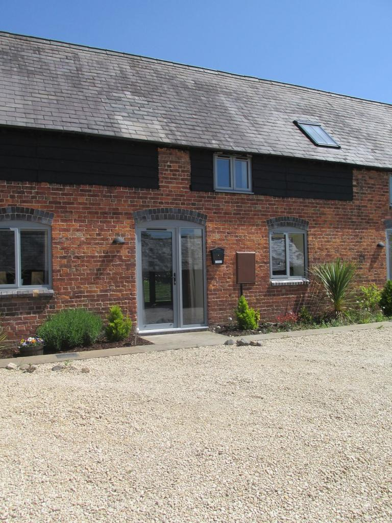 2 Bedrooms Terraced House for rent in Walford Barns,