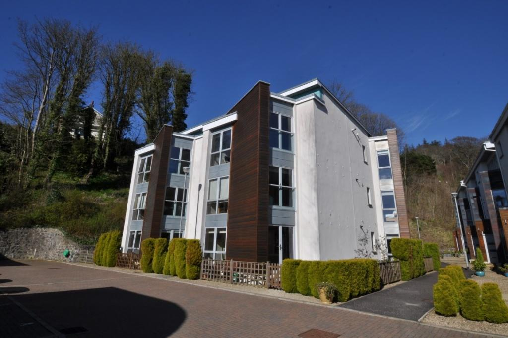 2 Bedrooms Apartment Flat for sale in 5 Halkshill Gardens, Largs, KA30 9AU
