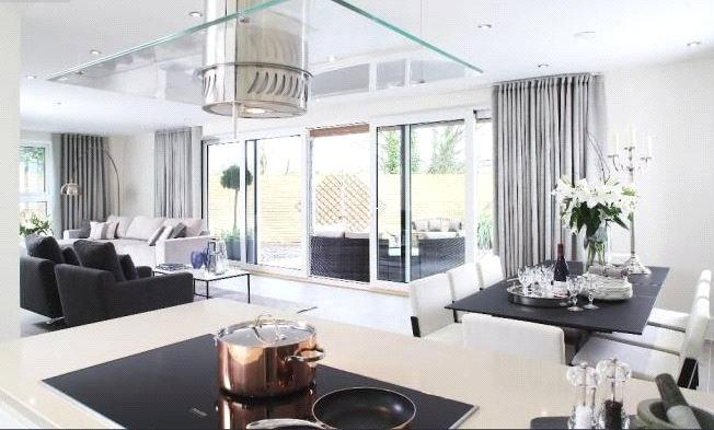 5 Bedrooms Detached House for sale in The Wye, Lymington, Hampshire, SO41