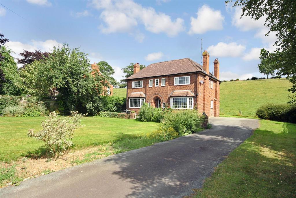 4 Bedrooms Detached House for sale in Llanrhaeadr SY10