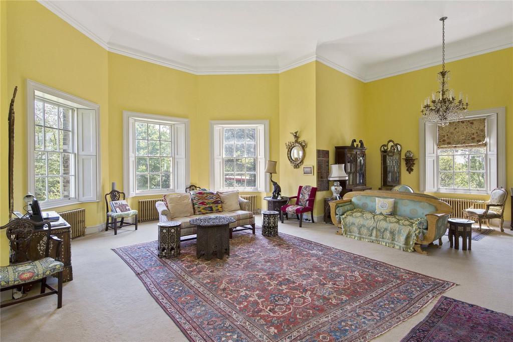 2 Bedrooms Flat for sale in Garricks Villa, Hampton Court Road, TW12
