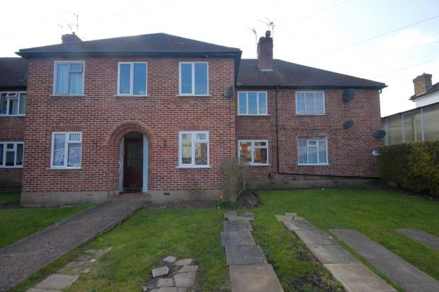 2 Bedrooms Flat for sale in Kenton Lane, Harrow, HA3