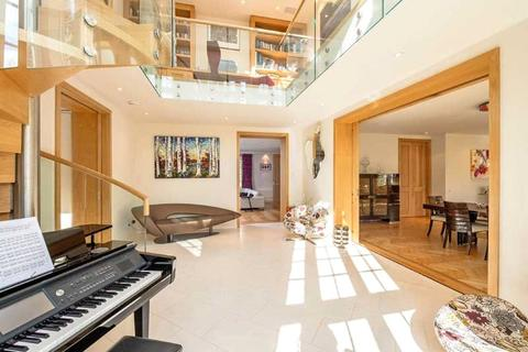 7 bedroom detached house for sale - Maresfield Gardens, London, NW3