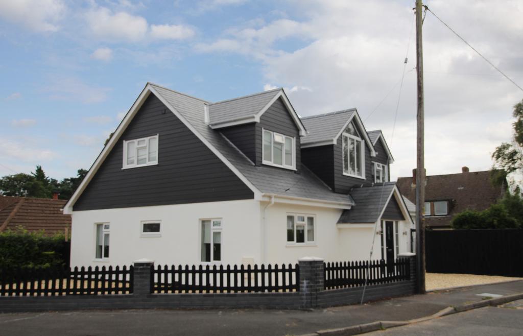 5 Bedrooms Detached House for sale in DIBDEN PURLIEU