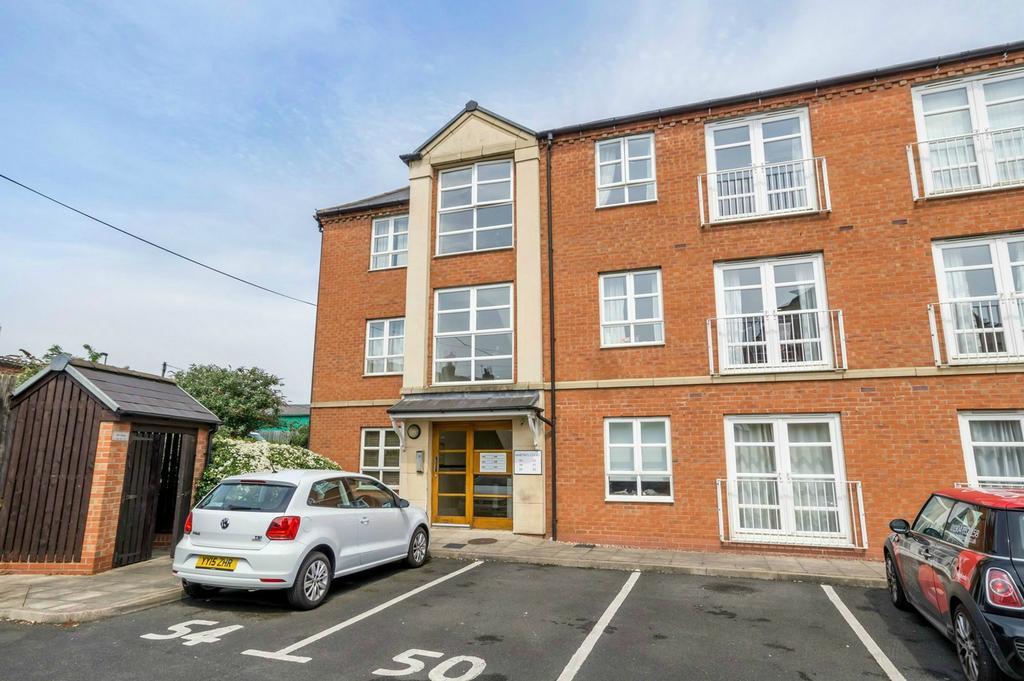 1 Bedroom Flat for sale in Martins Court, Leeman Road, York