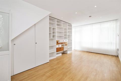 2 bedroom flat to rent - Vaine House, Cassland Road, London, E9