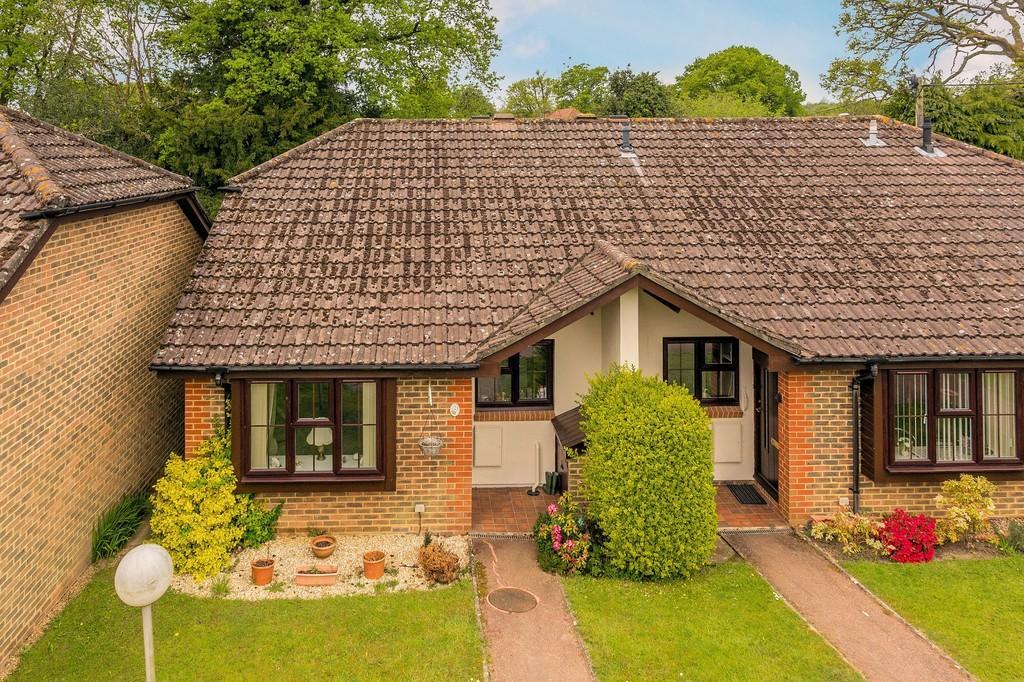 2 Bedrooms Retirement Property for sale in Fernhurst
