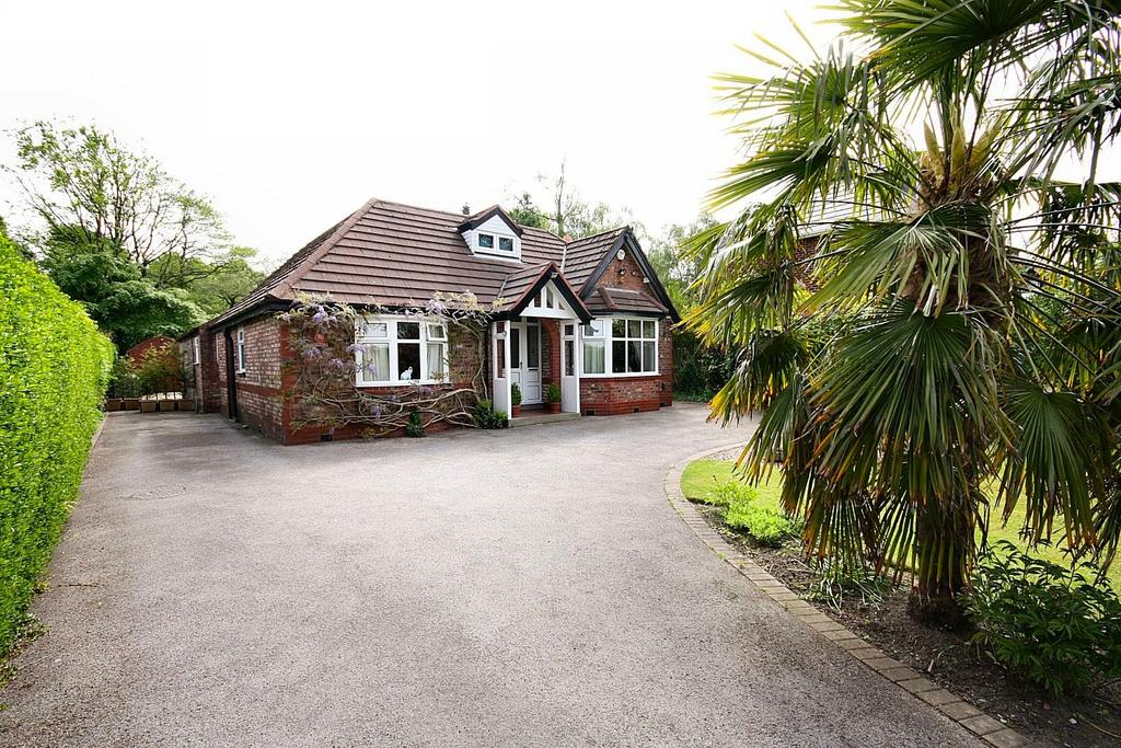 3 Bedrooms Detached Bungalow for sale in Hollin Lane, Styal