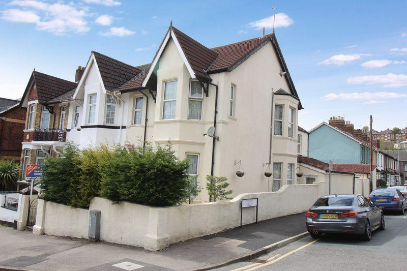 5 Bedrooms End Of Terrace House for sale in Waterloo Road, Newport