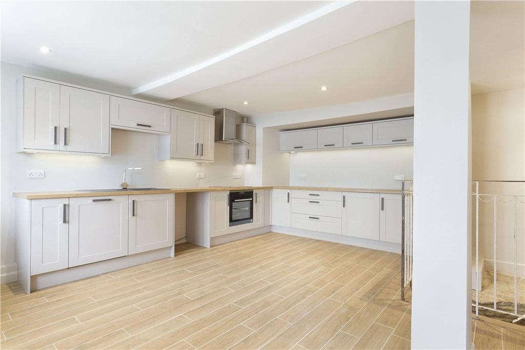 2 Bedrooms Terraced House for sale in The Square, Stow on the Wold, Cheltenham, Gloucestershire, GL54