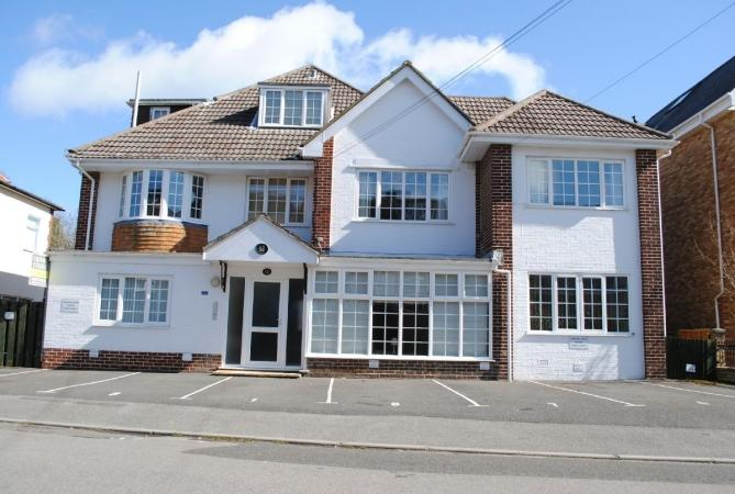 2 Bedrooms Flat for sale in Studland Road, Alum Chine